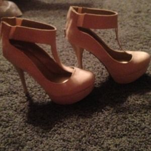 Nude suede-like pumps