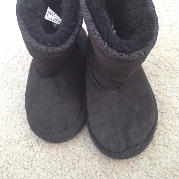 childrens ugg boots size 7