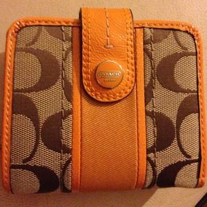 Orange coach slim medium wallet! This is brand new