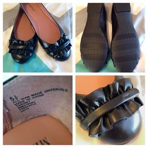 Black flats with cute ruffle ❗️ SALE ❗️