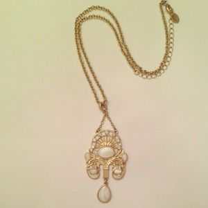 Jewelry - Art Deco gold and pearl style necklace!