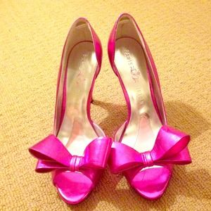 Shoes - Metallic pink bow heels! 👠🎀