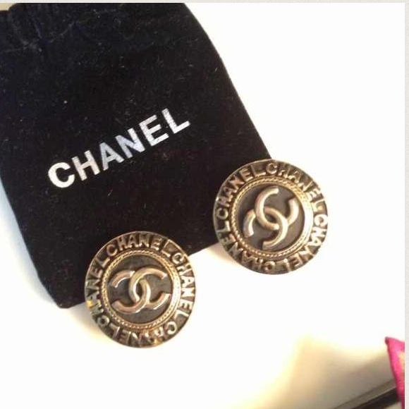 CHANEL Jewelry - Chanel clip on earrings VINTAGE
