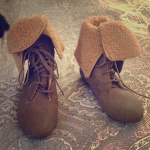 Boots - Suede and shearling lined boots