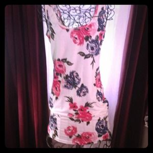 Cotton floral dress. SUPER CUTE