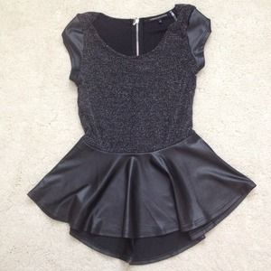 🔴NEW WITHOUT TAGS S peplum black pleather top