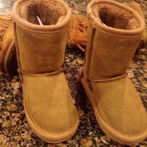 Minnetonka Ugg like girls boots