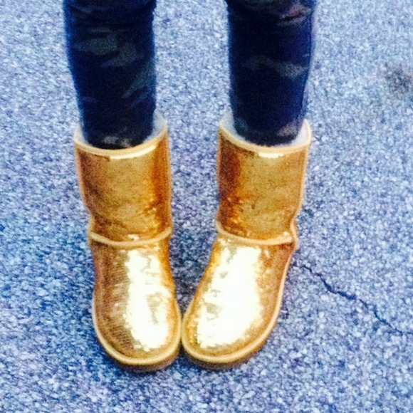 Gold Sparkle Uggs✨✨✨