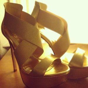 Bebe size 6 gold heels