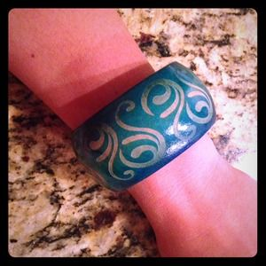 Jewelry - HOST PICK 11/10 Turquoise Wooden Bangle