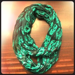 Skull infinity scarf-bright teal & black