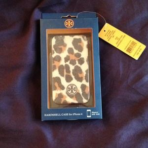 Tory Burch Accessories - Tory Burch Leopard Hardshell iPhone 4/4s Case