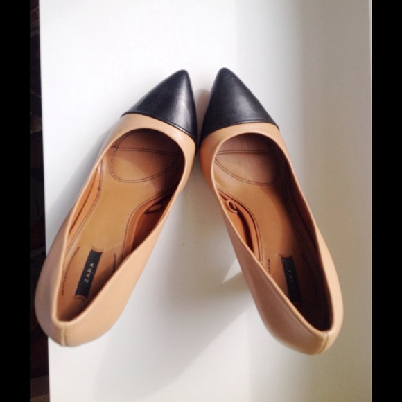 Zara Accessories - Zara tan and black pumps