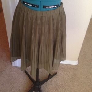 Old Navy olive pleated skirt, sz Small