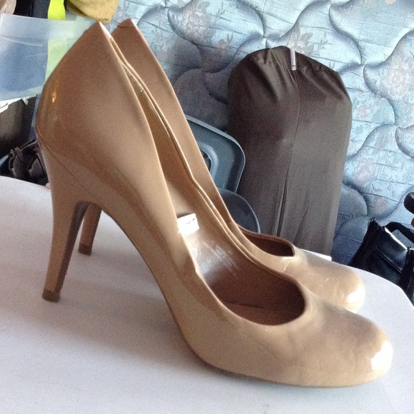 Mossimo - Patent leather nude round toe heels size 8.5 from Wen's ...