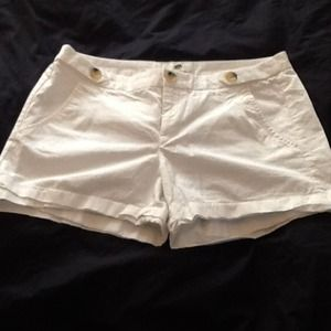 SZ 8 white shorts banana republic