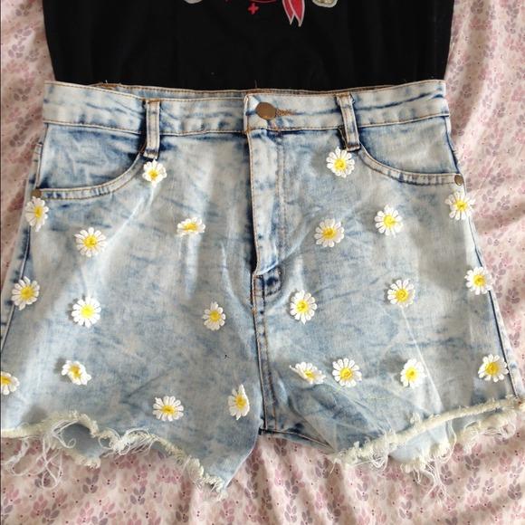 Daisy flower high waisted shorts Size 5 from Suki's closet on Poshmark