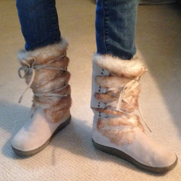 76 boots air walk suede and faux fur lace front