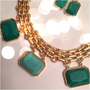 New Gold Tone Statement Necklace Mint Stones