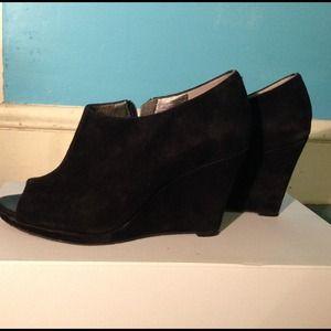 Banana Republic Peep toe black suede shoe