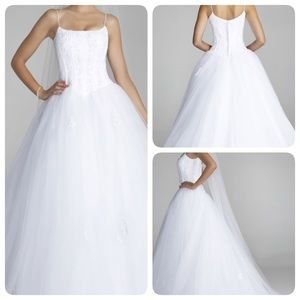 Oleg Cassini Dresses & Skirts - ELEGANT Oleg Cassini wedding gown