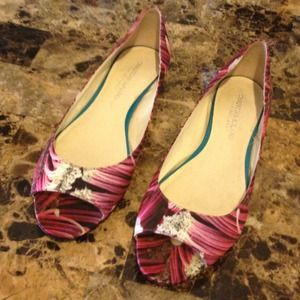 Christian Siriano Shoes - Christian Siriano Flower peep toe flats sz9.5
