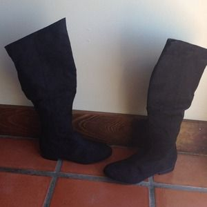 Michael Antonio hailed black faux suede boots. 6.5