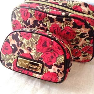 🌹🌹Betsey Johnson Misty Roses Cosmetic Bag Set🌹