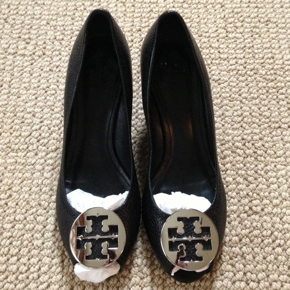 Authentic Tory Burch Sally 2 Big Logo Shoes 9