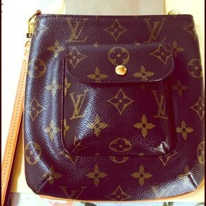 Louis Vuitton Handbags - Authentic Louis Vuitton Partition Wristlet