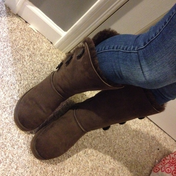 bailey button ugg boots chocolate brown