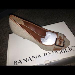 Banana Republic  Linen Peep Toe shoe 7.5