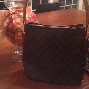 Louis Vuitton Handbags - Hold-Authentic Louis Vuitton Large Looping Bag