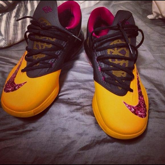 06a858f27a07 Nike Shoes