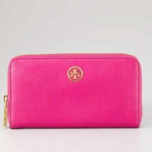 BNWT Tory burch continental wallet in PINK