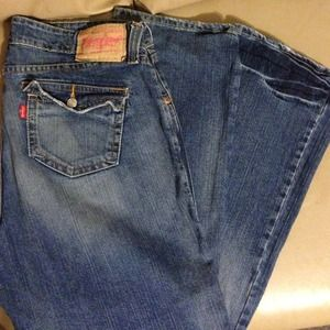 Levi's slouch 504 jeans with flap pockets!
