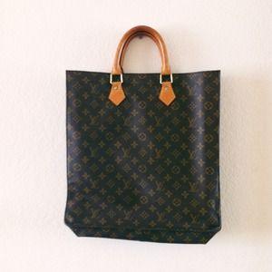 SALE! $500 Louis Vuitton sac plat bag!