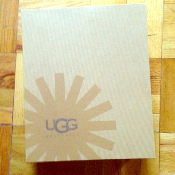 9977c5b55b7 Empty UGG Box for boots