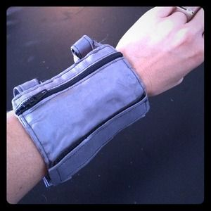 Arm wallet