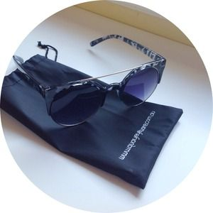 Quay Accessories - Quay Eyeware Australia The Livnow Sunglasses