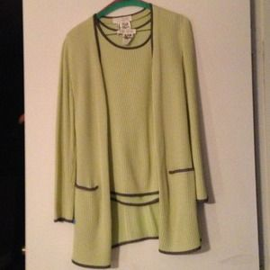 ESCADA  Sweaters - ESCADA twin set lime w/black trim 💥REDUCED💥