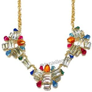 Jewelry - Jewel tone statement necklace comes in a pouch