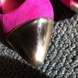 Mossimo Shoes - 🆗Cap toe heels.