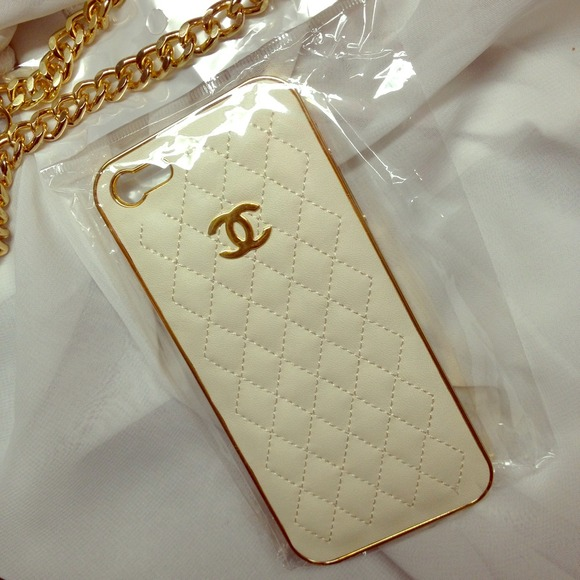 new style 226b8 75286 White x Gold Chanel iPhone 5 Case NWT