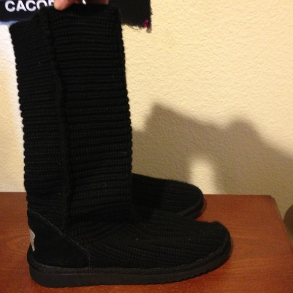 Black thick knitted bearclaw ugg boots