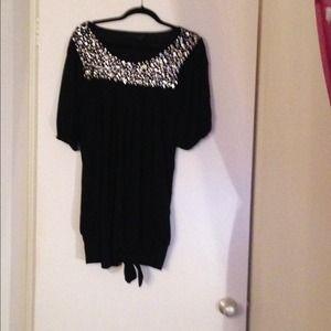 Tops - Pretty black embellished tunic