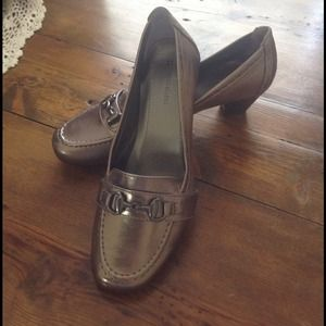 "Metallic low heeled loafers by ""Naturalizer"" NWOT"