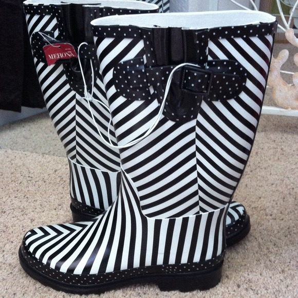 Black And White Polka Dot Rain Boots - Cr Boot