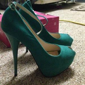 Brand new shoedazzle heels
