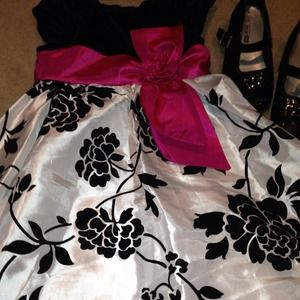 Other - Beautiful Holiday Formal dress sz 4 girls